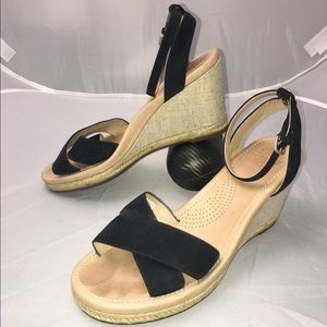 UGG NYSSA Wedge Sandal Size 9